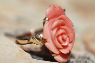 LARGE VINTAGE 14K YELLOW GOLD & HAND CARVED GEM GRADE CORAL BLOOMING