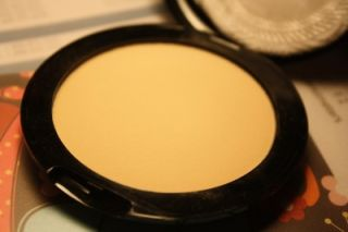 New Vincent Longo Pressed Powder Compact Golden Banana 0 28 oz 8 G