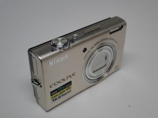 BOX   Nikon COOLPIX S6200 16.0 MP Digital Camera Silver BONUS 4GB CARD