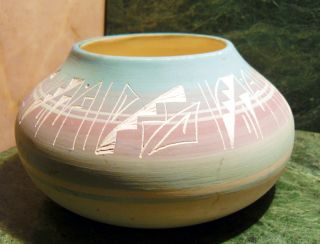 Set 2 Navajo Ute Indian Mesa Verde Pottery Colorado Hand Crafted Vase