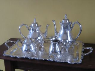 This must have set is a beautiful vintage 5 piece high quality