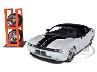 CHALLENGER SRT8 PEARL WHITE LOPRO W/EXTRA WHEELS 1/24 BY JADA 96464