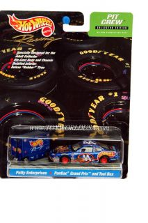 Hot Wheels Racing Pit Crew 44 Hot Wheels Pontiac Grand Prix and Tool