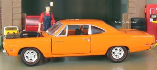 PLYMOUTH M Code/A12 ROAD RUNNER, Opening Hood w/440+6 V8, 164 Diecast