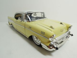 JADA 124 1957 CHEVROLET CHEVY BEL AIR HARD TOP 2 TONE YELLOW (LOOSE