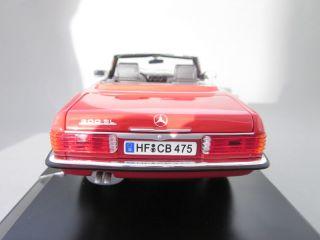 Mercedes Benz SL Klasse R107 300SL Cabrio rot 118 Norev Modellauto