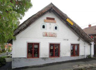 ARBEITEN WOHNEN Ungarn am Plattensee in Keszthely direkt neben Schloss
